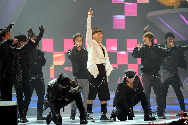[fotos] Jang Woo Hyuk - Festival de Música Popular en China 68b60a3bb8d0d1d915cecba2