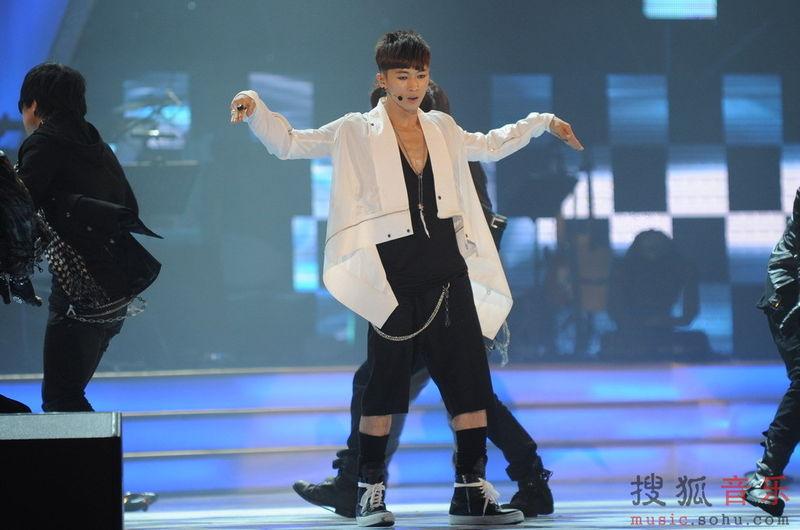 [fotos] Jang Woo Hyuk - Festival de Música Popular en China Aefe5e2ca4b2b1df8a1399aa
